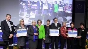 Viviane Reding az Acces City Award díjátadásán a döntőbe jutott városok képviselőivel